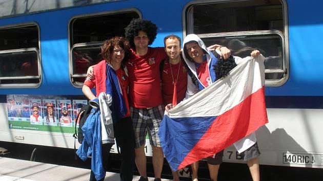 Petr Urban (druhý zleva) spolu s další českou výpravou