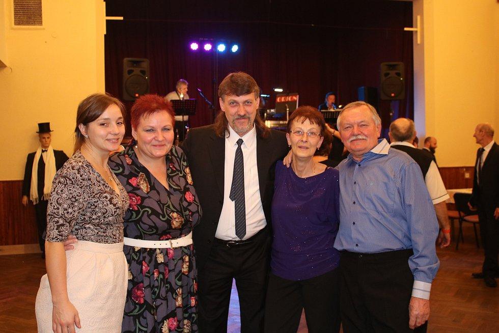 Na Kulinářském plese v Pavlíkově se tančilo téměř v jednom kuse.