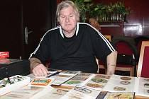 Ladislav Engelthaler, předseda Klubu sběratelů pivních etiket v Rakovníku