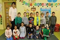 Prvňáčci z Čisté s třídní učitelkou Janou Švolbovou ve školním roce 2019/2020.