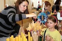 Všetatskou sokolovnou už zavoněly blížící se Vánoce. Stejně jako v předešlých letech, i letos výtěžek putuje na podporu místní mateřské školy.