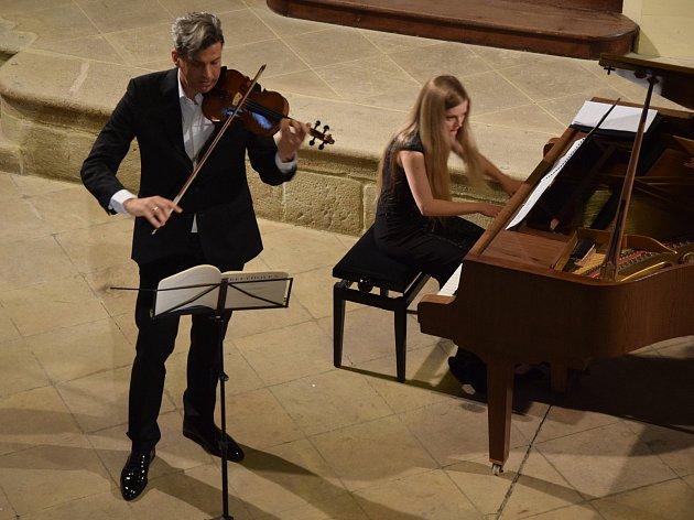 Rabasovu galerii rozezněl ve čtvrtek koncert Alban Beikircher – housle a Andrei Mottlové – klavír.