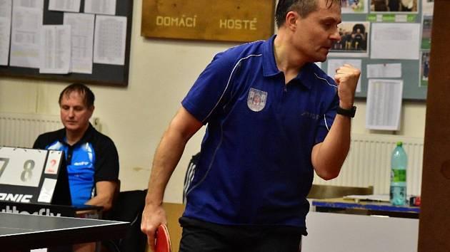 Městské derby opanovali hráči béčka KST Rakovník, kteří zdolali KK Rakovník 10:3.
