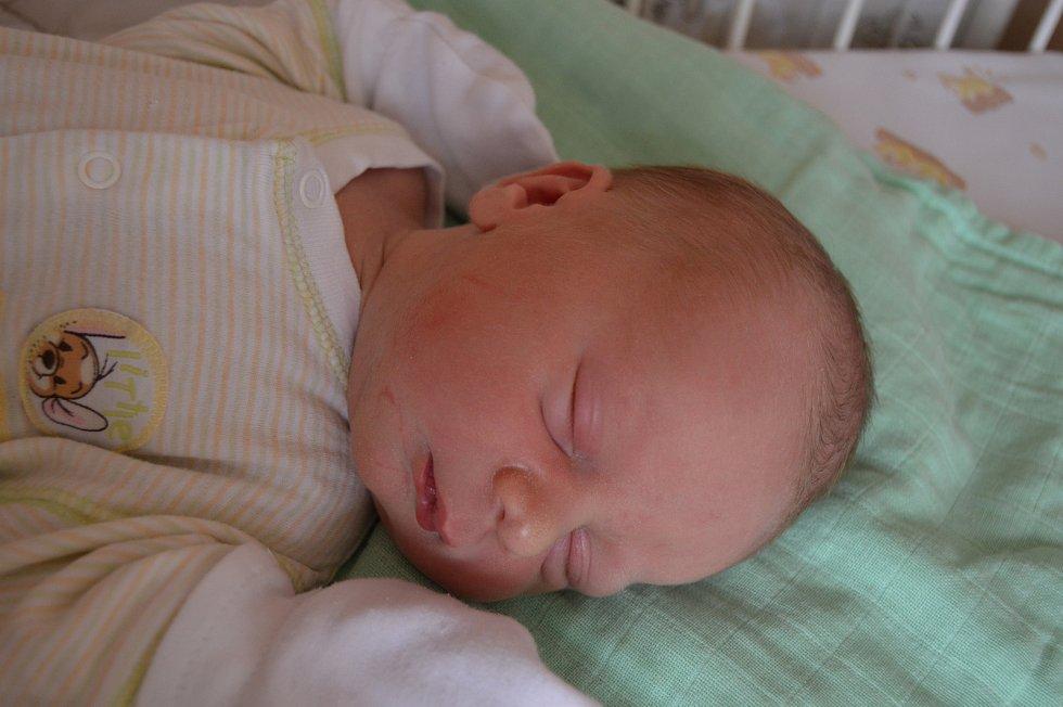 SAMUEL DOBIÁŠ, SENOMATY. Narodil se 12. listopadu 2019. Po porodu vážil 3,6 kg a měřil 51 cm. Rodiče jsou Adéla a Jiří.