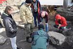 Záchranný archeologický výzkum raně středověkého pohřebiště ve Zbečně.