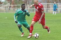 Poslední Tatran Rakovník (v zeleném) porazil doma druhé Zbuzany 3:0.