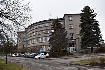 V budově čp. 550, kde mj. sídlí Městská policie Nové Strašecí a Policie ČR vzniklo devět sociálních bytů.