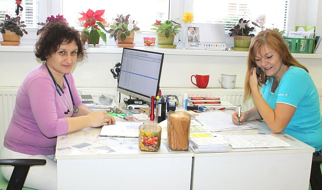Dětská lékařka Helena Šretterová a zdravotní sestra Ilona Chytilová