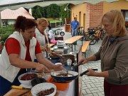 Při letošním Gulášfestu v Lánech soutěžilo sedm týmů. Guláše hodnotila pětičlenná porota. Zvítězil tým z lánského divadla a tím obhájil loňské prvenství.