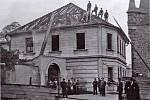 Bourání starého barokního děkanství v roce 1937.