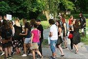 Studenti Masarykovy obchodní akademie v Rakovníku protestovali proti vedení školy.