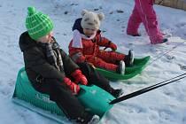 Děti v MŠ Dubínek si užívají zimní radovánky