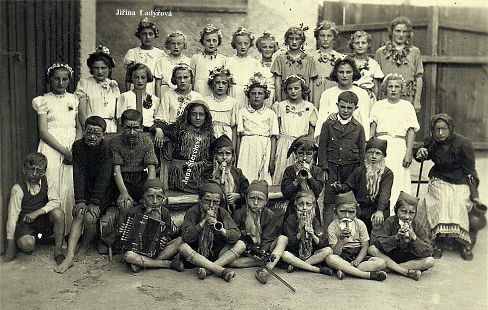 Šanov, rok 1941. Divadelní pohádka ZŠ Sněhurka.