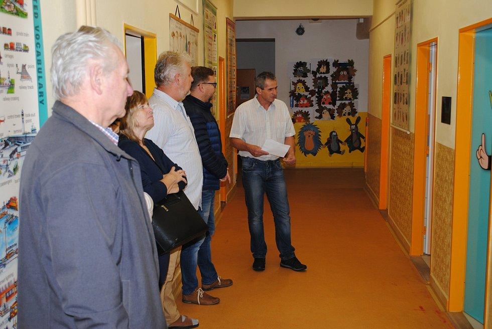 V pavlíkovské základní škole mají již sociální zařízení, které odpovídá moderním normám.