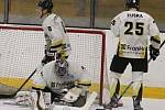 Hokejisté HC Rakovník v prvním čtvrtfinálovém duelu porazili Černošice 5:4.