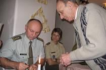 Územní organizace rakovnického Vojenského sdružení rehabilitovaných se sešla k vánočnímu posezení a mezi jejími hosty byli i vedoucí Krajského vojenského velitelství Jaroslav Pekař a zástupkyně 154. záchranného praporu v Rakovníku Alena  Hrdličková.