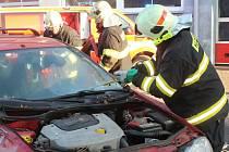 V rakovnické hasičské stanici se uskutečnilo slavnostní předávání zásahového vozu RZA. Nechyběla ani ukázka nasazení nového vozidla při likvidaci požáru a následným vyproštěním osoby z havarovaného automobilu.
