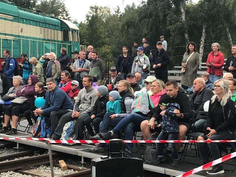 Den železnice v Lužné.