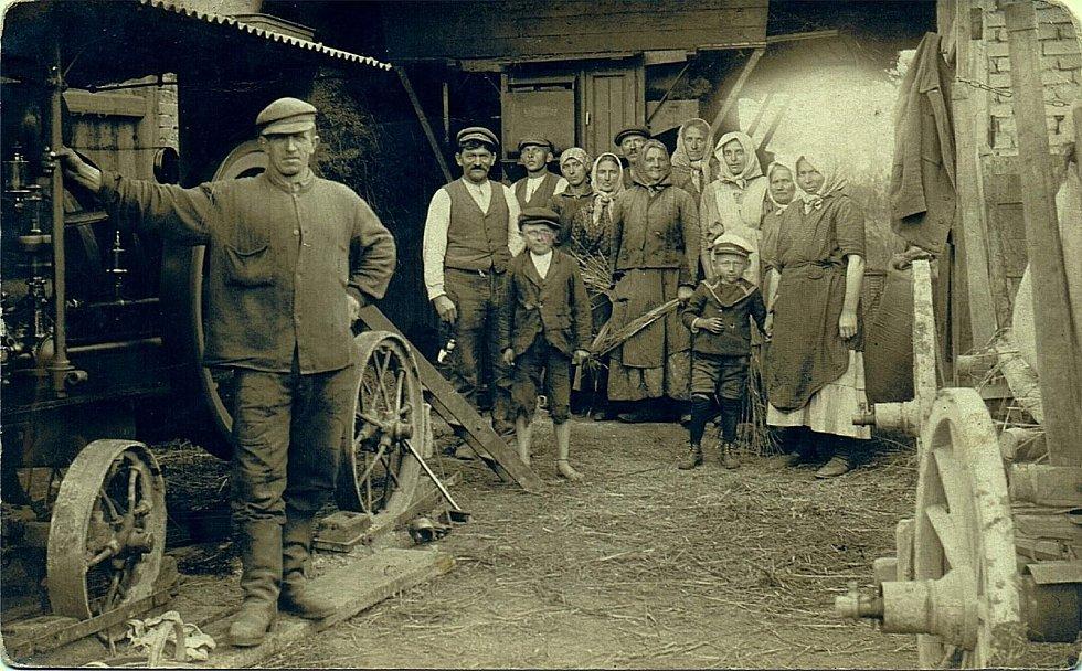Šanov, rok 1924. Foto nádeníků v Šanově.
