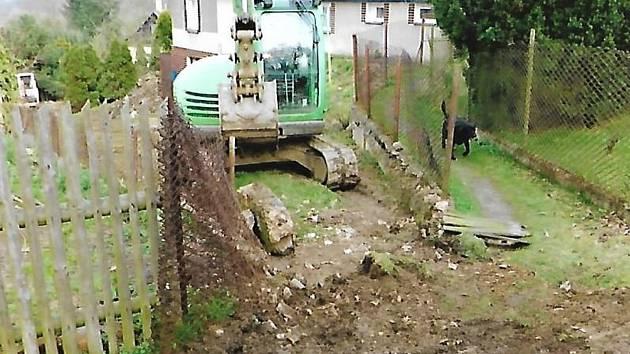 Budování první etapy kanalizace v Nezabudicích.