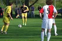 JARO 09: FK Kněževes - Hvozdnice 2:3 (2:3)