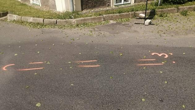 Dopravní nehoda v Srbči: autem sražený cyklista nedaleko pohostinství.