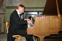 Fenomenální klavírista Michal Rezek