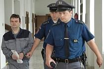 PODVODY, jejichž údajné spáchání bývalý starosta Luboš Šípek vysvětluje před soudem, nejsou v jeho případě ničím ojedinělým. Za podobné jednání již byl odsouzen.