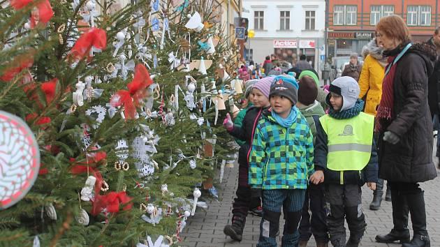 Stromečky v soutěži O nejhezčí nazdobený vánoční strom