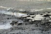 Rozbité silnice po zimě