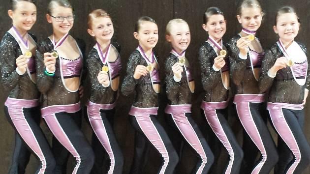 Zlato si na krk pověsil i fitness tým nejstarších děvčat  v kategorii 11-14 let a dovršil tak zářivý hattrick družstev Aerobic clubu Angels v Praze