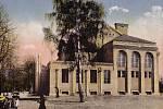 Sokolovna krátce po svém vzniku od západu.