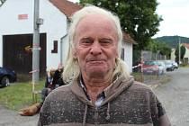 Miroslav šípek značí trasy Pochodu krajem Oty Pavla už pětatřicet let.