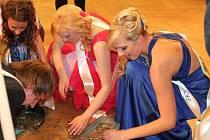 Maturitní ples oktávy rakovnického gymnázia 2013