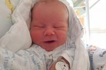 ŠTĚPÁNEK VACÍNEK, ŘEVNIČOV. Narodil se 4. září 2020. Rodiče jsou Nikola a Michal. Po porodu vážil 3,42 kg a měřil 50 cm.