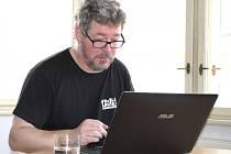Jan Švácha při on-line rozhovoru v redakci Rakovnického deníku
