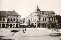Rohový dům naproti poště byl v meziválečném období nahrazen dvoupatrovým mohutným domem a dnes zde sídlí redakce Rakovnického deníku.