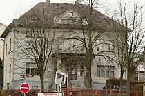 Budova obecního úřadu v Roztokách se bude rekonstruovat.