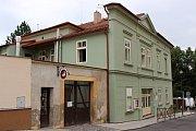 1. MŠ V Hradbách prochází dlouhodobě celkovou rekostrukcí. Nově se oprav dočká i hradební zeď a vstupní prostory.