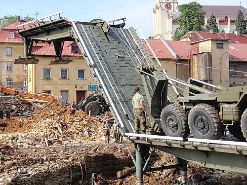 Rakovničtí vojáci likvidují následky povodní