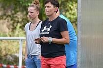 Pátý flek. Umístění fotbalistek Pavlíkova v ženské divizi není podle představ trenérky Veroniky Bártové (vpředu)