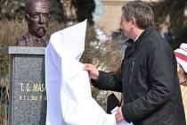 Odhalení bysty T. G. Masaryka u Masarykovy nemocnice v Rakovníku