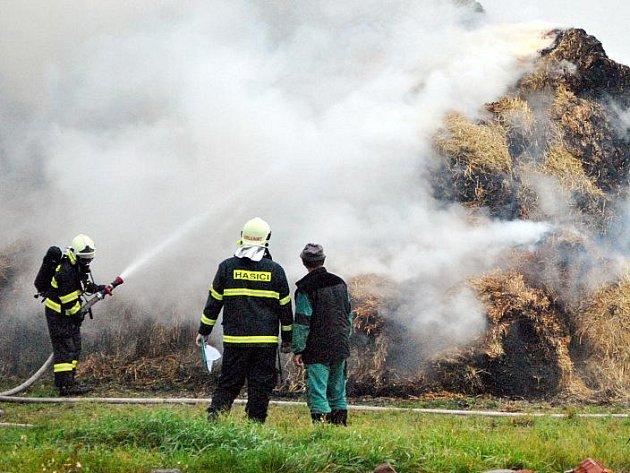 U Rudy zapálil žhář stoh. Škody činí 1,1 milionů korun