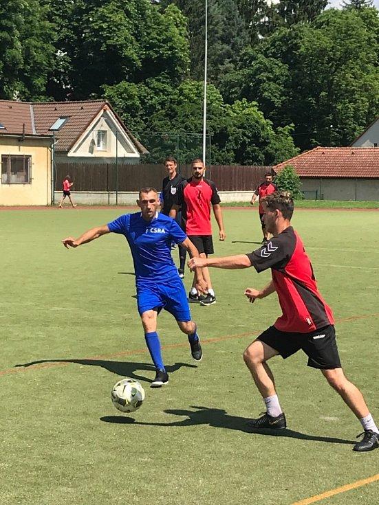 Ze sportovního setkání organizace CSRA - Křesťanské vzdělávací centrum Sintů a Romů v areálu sokolovny v Rakovníku.