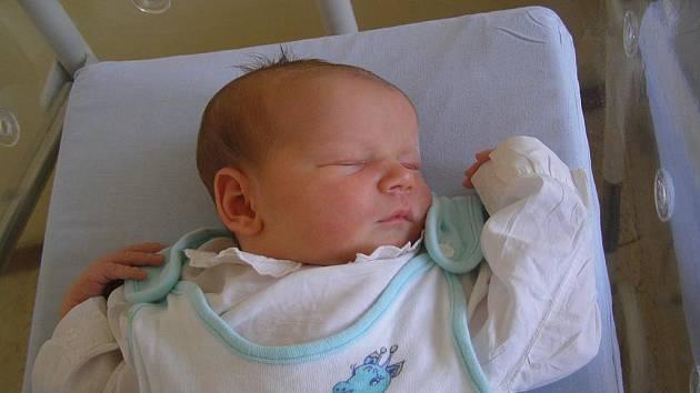Adam Škubal se narodil 25. srpna 2009 ve 22 hodin 20 minut rodičům Veronice a Honzovi ze Sence. Vážila 3,75 kilogramu a měřila 52 centimetrů a má doma tříletého brášku Ondráška.