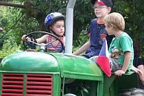 První Traktoriáda ve Hředlích