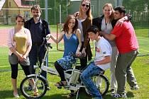 Děti v novostrašeckém dětském domově dostaly nové motorové kolo