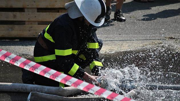Netradiční hasičské soutěže ve Všetatech