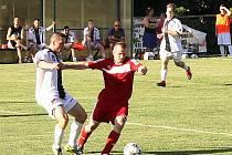 Konec domácí vítězné série: Zavidov (v červeném) těsně podlehl Spartaku Příbram.
