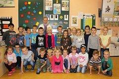 Žáci 1.B z 1. ZŠ Rakovník s třídní učitelkou Alenou Rojíkovou.